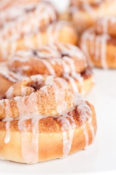 Fast and easy cinnamon rolls made in under 1 hour! Click through for the recipe!