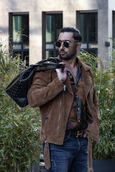 Carry your swag with the right accessories @josevitari with Richard Sunglasses. Shop now #technigadgets #richardsunglasses #steampunkstyle #mensfashion #swagstyle #sunglassesfashion #streetwearstyle Steampunk Men, Steampunk Fashion, Sunglasses Women, Sunglasses Shop, Steampunk Sunglasses, Sensitive People, Swag Style, Bradley Mountain, Streetwear Fashion