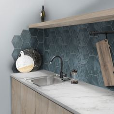 49 Kitchen Backsplash Tile Design Ideas: 11 Tips for the Perfect Backsplash - Map it out. The backsplash is quite literally one of the first things you notice when you enter a kitchen, therefore, you should take special care in Kitchen Tiles, Kitchen Decor, Kitchen Splashback Ideas, Kitchen Cabinet Makers, Design Your Kitchen, Cuisines Design, Tile Design, Kitchen Furniture, Home Renovation