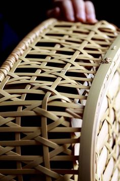 chair idea cushion in a bright colour can go inside this tray? Bamboo Art, Bamboo Crafts, Bamboo Fence, Bamboo Weaving, Weaving Art, Basket Weaving, Cane Furniture, Bamboo Furniture, Bamboo Basket