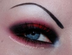 Madam Noire Makeup Studio Garnet Gothic Eye Tutorial