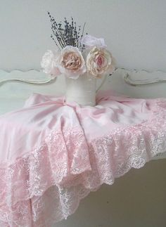 Shabby chic roses,lavender & pink table cloth