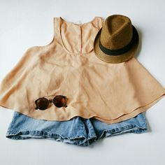 Forever 21 Top (Peach) 100% Polyester Peach Flow Top. Very Light Weight! Extra Cute! Forever 21 Tops