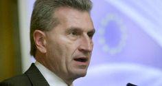 Günther Oettinger war in Lissabon um über die digitale Revolution zu sprechen. Dabei redete der deutsche EU-Kommissar vor einem Parlamentsausschuss ohne zu wissen, dass dies – wie in Portugal üblich – live im ARTV übertragen wurde. Daher sprach er vor den Parlamentariern von einem möglichem zweiten Rettungsprogramm und behauptete dann vor der Presse, dass dies nicht nötig wäre. Lügen haben kurze Beine.