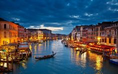 Take a tour of The Grand Canal or Canal Grande in Venice, Italy which is a popular tourist attraction that also separates Venice into two distinct parts. Grand Canal, Romantic Vacations, Dream Vacations, Romantic Getaway, Romantic Honeymoon, Romantic Destinations, Luxurious Honeymoon, Winter Vacations, Family Vacations