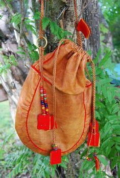 Sámi coffee bag, reindeer leather, wool and pearls made by Lena Viltok.