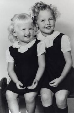 Diane Sawyer, left, was 2 years old when she posed for this picture with her older sister, Linda. Diane was raised in Louisville, Ky. Celebrities Then And Now, Young Celebrities, Celebs, Diane Sawyer, Diane Lane, Adele, Celebrity Siblings, Childhood Photos, Star Children