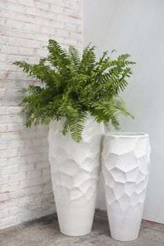 Grand Villa Vase Planter Moss Manor is part of Planters - Make a grand statement with these oversized stonecast Villa Vases Home Room Design, Home Garden Design, Floor Vase Decor, Vases Decor, Mosaic Flower Pots, Flower Vases, Tall White Vase, Outdoor Pots, House Plants Decor