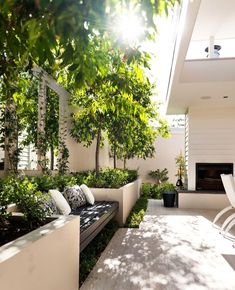 Best Totally Free small Garden Seating Concepts Outdoor spaces and patios beckon, particularly when weather gets warmer. Garden Beds, Small Backyard, Small Courtyards, Home And Garden, Outdoor Rooms, Garden Seating, Outdoor Design