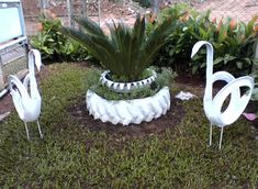 Pin on ideje za vrtic Tire Garden, Garden Yard Ideas, Diy Garden Projects, Garden Crafts, Diy Garden Decor, Lawn And Garden, Garden Art, Recycled Planters, Recycled Garden