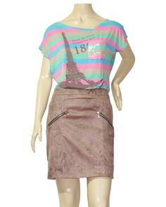 Possui dois bolsos falsos fechando com zíper. Detalhes na barra em metalassê e fechamento lateral com zíper. Pode ser usada do trabalho a noite. Fica bom usar com camisas ou blusas e salto.