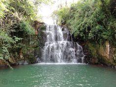 Um banho de cachoeira é uma ótima opção para quem quer relaxar. Nossa sugestão são as quedas d'água de Botucatu. Delícia!