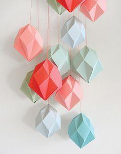 #DIY #Diamant mal berk 11x20 from www.kidsdinge.com    www.facebook.com/pages/kidsdingecom-Origineel-speelgoed-hebbedingen-voor-hippe-kids/160122710686387?sk=wall         http://instagram.com/kidsdinge #Kidsdinge #Toys #Speelgoed Diamond Template, Diy Papier, Leaf Garland, Paper Leaves, Store Window Displays, Diy Origami, Paper Decorations, Decorative Items, Decorating Your Home