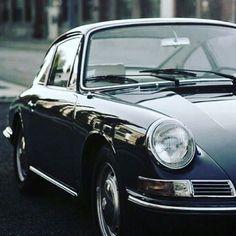 WEBSTA @ elferscout - That\'s how real understatement looks like. Love these early years cars. #porsche #911classic #flatsix #aircooled #porsche #porsche911 #vintagecars #911 #thesportscar #drivetastefully #classiccar #understatement #swb #getoutanddrive :?