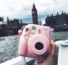 Camera Polaroid - Shooting Great Photos Is Only A Few Tips Away Poloroid Camera, Instax Mini Camera, Instax Mini 8, Fujifilm Instax Mini, Camara Fujifilm, Polaroid Pictures, Polaroids, Mickey Silhouette, Cute Camera