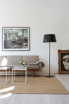 2 big framed photo posters decorate the walls of this minimalist studio. Home Interior, Interior Architecture, Interior Decorating, Interior Design, Decorating Ideas, Small Space Living, Living Spaces, Home Living Room, Living Room Designs