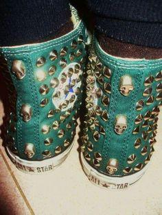 Skulls | Studded | Chucks