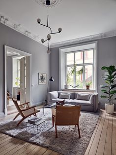 Home in grey and wood tints - COCO LAPINE DESIGNCOCO LAPINE DESIGN