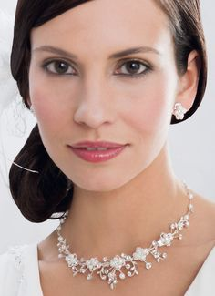 The ultimate bridal jewellery set! Popular across all markets, enhances and flatters all gowns and hairstyles! (66007)
