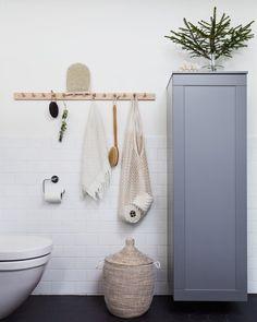 12 clever ideas for beautiful bathrooms (sweet home) - BATH Laundry In Bathroom, Bathroom Storage, Small Bathroom, Master Bathroom, Hooks In Bathroom, Neutral Bathroom, Bathroom Black, Small Laundry, Bathroom Organization