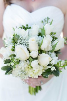 All White Bouquet|{Mint & Tiffany Blue} Wedding Ideas|Photographer:  Rising Lotus Photography