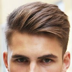 There are many great hairstyles for men with wavy hair. Men with wavy hair even have an elegant volume and Great Haircuts, Cool Hairstyles For Men, Hairstyles Haircuts, Haircuts For Men, Men Haircut Short, Classic Mens Haircut, Trending Mens Haircuts, Teenage Boy Hairstyles, Teen Boy Haircuts