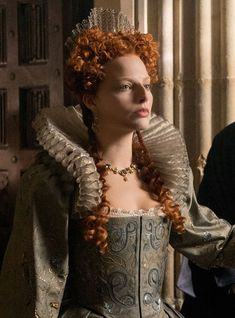 The actress undergoes her most extraordinary physical transformation to date as Queen Elizabeth I. Margot Robbie Movies, Margo Robbie, Margot Robbie Harley Quinn, Elizabeth Anne, Mary Queen Of Scots, Royal Clothing, Historical Costume, Costume Design, Gold Coast