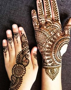 Simple Arabic Style Latest Mehndi Designs 2020 Images For Engagement, we take less interest in special dress designs for special events like wedding or engagement because we know how much girls. Henna Hand Designs, Dulhan Mehndi Designs, Mehndi Designs Finger, Mehandhi Designs, Mehndi Designs For Kids, Henna Tattoo Designs Simple, Mehndi Designs Feet, Simple Arabic Mehndi Designs, Latest Bridal Mehndi Designs