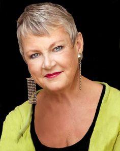 Maggan Hägglund är frilansjournalist, tidigare chefredaktör och numera krönikör på tidningen Tara.  Tillsammans med Doris Dahlin har hon skrivit storsäljaren Drunka inte i dina känslor. Doris, Folk, Actors, Drop Earrings, Jewelry, Fashion, Moda, Jewlery, Bijoux