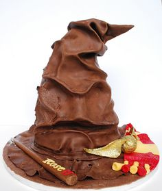 Harry Potter Sorting Hat Cake, someone please make this for me! Except hufflepuff colours but how do you cut this?