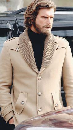 Kivanc Tatlitug um dos mais belos atores turcos.