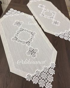 Crochet Lace Edging, Crochet Tablecloth, Crochet Home, Table Runners, Knitting Patterns, Diy And Crafts, Decor, Crochet Table Runner, Crochet Curtains