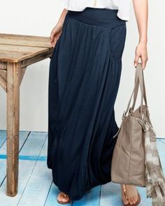 This maxi skirt is very pretty, but it's the pockets that make it perfect. Skirts with pockets!!!