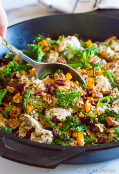 Chicken Broccoli Quinoa Skillet Recipe - A healthy one-pot dinner with tons of flavor and texture! This gluten free, low fat, kid-friendly meal is brilliant