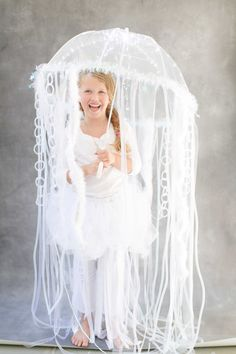 These gorgeous DIY Halloween costumes were originally featured on Style Me Pretty and will definitely provide some Halloween inspiration! Halloween is JUST Halloween Bebes, Masque Halloween, Diy Halloween, Clever Halloween Costumes, Theme Halloween, Diy Costumes, Halloween Decorations, Costume Ideas, Infant Halloween
