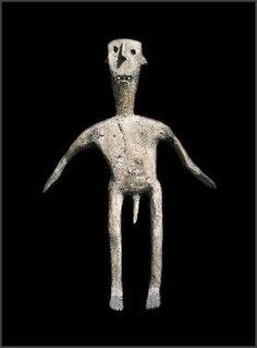 3 feet (.91 meters) - span of arms  26 inches Haya (?) Sukuma (?), or neighboring people, Tanzania