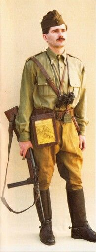Romanian officer- Cavalry major uniform WWII pin by Paolo Marzioli Ww2 Uniforms, Central And Eastern Europe, Military Photos, World War Two, Armed Forces, Warfare, Troops, Wwii, Two By Two