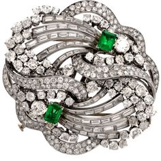 Preowned 1930s Boucheron Paris Emerald Diamond Platinum Double Clip... ($44,999) ❤ liked on Polyvore featuring jewelry, brooches, green, bear jewelry, glitter jewelry, emerald diamond jewelry, preowned jewelry and green jewelry
