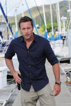 After 10 seasons, Hawaii is coming to an end tonight, and we say goodbye to Alex O'Loughlin as Steve McGarrett and Scott Caan as Danny 'Danno' Williams Alex O'loughlin, Alex Love, Hawaii Five O, Christine Lahti, Cops Tv, Scott Caan, Portraits, Hommes Sexy, Actor