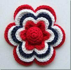 Sols(tr)ikke: Hekleblomst Little Flower (English translation available) Love Crochet, Crochet Motif, Knit Crochet, Crochet Stitches, Beautiful Crochet, Knitted Flowers, Crochet Flower Patterns, Crochet Embellishments, Crochet Gratis