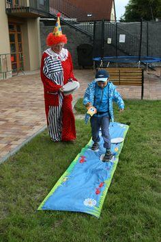Potok - aktivní hra pro děti Potok - aktivní hra pro děti - nové Principem hry je přejít potok suchou nohou, dávat si pod nohy kamínky a po nich přejít přes potok. Vhodné na tábory, dětské dny, dny otevřených dveří pro děti, školky, jesle, mateřská centra, oslavy narozenin a různé dětské akce. Materiál textil, každý kousek je originál šitý precizní českou ...