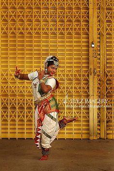 Photography by Visithra - http://v-eyez.blogspot.com - V-Eyez Imagery on Facebook  http://www.facebook.com/veyezimagery    #dance #dancer #indian #bharatanatyam #kuala lumpur #international #malaysia #photography #visithra #v-eyez imagery