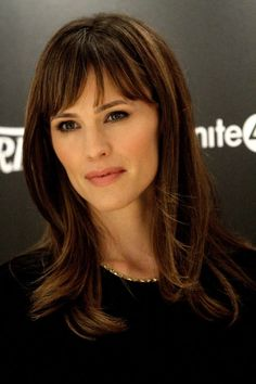 Most Wonderful Women Medium Hairstyles with Bangs: Jennifer Garner's Women Medium Hairstyles With Bangs Medium Hair Styles For Women, Bangs With Medium Hair, Long Hair Styles, Hairstyles Bangs, Trendy Hairstyles, Medium Hairstyles, Marisa Miller, Jennifer Garner Hair, Blond