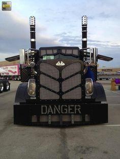 One badass lookin truck Semi Trucks, Big Rig Trucks, Cool Trucks, Cool Cars, Custom Big Rigs, Custom Trucks, Diesel Trucks, Dodge Diesel, Dodge Cummins