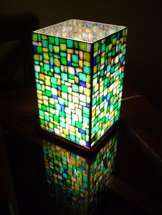 Mariarte Venecitas: Nuevos Diseños Stained Glass Table Lamps, Stained Glass Projects, Stained Glass Art, Mosaic Glass, Fused Glass, Candle Lanterns, Glass Candle, Vitromosaico Ideas, Glass Painting Designs