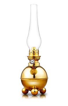 Fotogenlampa Dragsö i mässing med design från sent 1800-tal. Välkommen in till Sekelskifte och våra klassiska lampor!