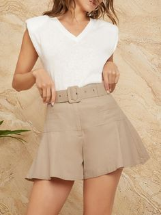 Short Outfits, Short Dresses, Belted Shorts, Fashion News, Belt Buckles, Clothes, Jumpers, Clothes Refashion, Short Shorts
