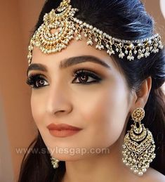 Off-Beat Trendy Eyeliner Styles Every Bride Needs to Know for Simple Bridal Makeup, Indian Bridal Makeup, Indian Wedding Jewelry, Indian Jewelry, Indian Party Makeup, Bridal Jewellery, Gold Jewellery, Silver Jewelry, Head Jewelry