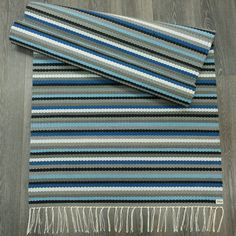 TYLLi Weaving Textiles, Weaving Patterns, Loom Weaving, Hand Weaving, Weaving Projects, Striped Rug, Crochet Home, Recycled Fabric, Hobbies And Crafts