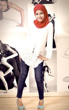Kebaya and Jeans Can Never Go Wrong | Sabrina  Bolivar